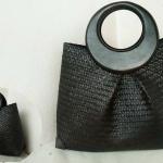 กระเป๋าถือ จีบทวิส สีดำ