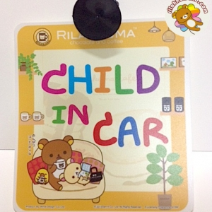 """ป้าย """"Child in Car"""" ลาย ริลัคคุมะ Rilakkuma มีจุ๊บสำหรับติดกระจก"""