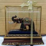ช้างมงคลพร้อมตู้กระจก06 S