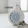 นาฬิกาพกไขลานฝาหน้าคริสตัลใสหน้าปัดสีเงินเลขโรมัน ตัวเรือนนาฬิกาพกพาเป็นสีเงิน