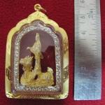 จี้เจ้าแม่กวนอิมทรงมังกรองค์ใหญ่ทรงซุ้มโค้งเนื้อทองล้อมเพชรเลี่ยมทองไมครอนพร้อมใบคาถาค่ะ