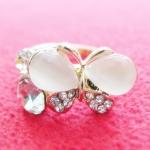 สินค้าหมดค่ะ แหวนหินมูนสโตน โรเดียมสีทอง รูปผีเสื้อ ประดับเพชรและคริสตัล(ราศีเมถุนและกรกฎ)ค่ะ