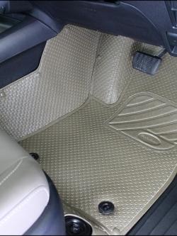 ยางปูพื้นรถยนต์ REVO 4D รุ่นMini Mat เม็ดเล็กรีดขอบ สีน้ำตาลรีโว่ เต็มคัน
