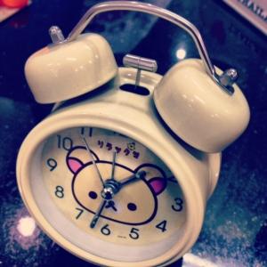 นาฬิกาปลุกตั้งโต๊ะ ลายKorilakkuma หมีสีครีม