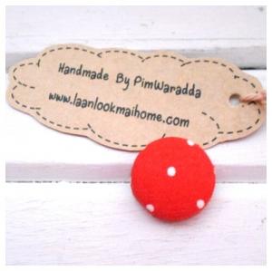 2 cm ~กระดุมปั๊มลายจุดขาวพื้นแดง 1 จำนวน=6 เม็ดค่ะ