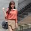 Chu ViVi เสื้อแฟชั่นคอบัวแขนสี่ส่วนพิมพ์ลายสีส้มอิฐ thumbnail 3