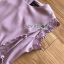 เดรสผ้าเครปสีชมพูอ่อนตกแต่งเชือกผูก ตัวนี้เป็นแนวเฟมินีนหวานๆ ลุคคุณหนูนิดๆ ทรงแขนกุด ที่ปลายแขนเสื้อตกแต่งลูกไม้ ป้าย Lady Ribbon thumbnail 10