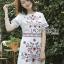 เดรสผ้าเครปสีขาวปักลายดอกไม้ลายจุดสีแดง ลุคนี้เป็นแบบน่ารักๆ ใส่ง่ายๆ ทรงเรียบง่าย ป้าย Lady Ribbon นะคะ thumbnail 1
