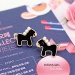 ต่างหูเกาหลี ต่างหูแฟชั่น ต่างหูรูปม้าสีดำแต่งมุก